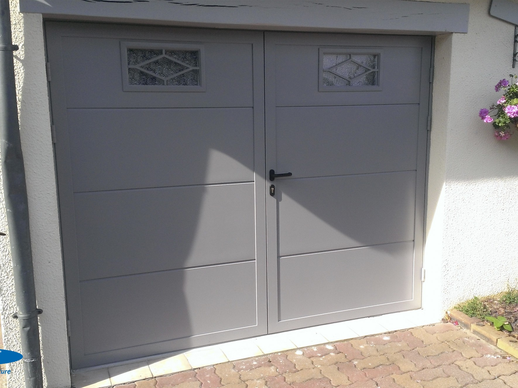 Porte-de-garage-battante-aluminium