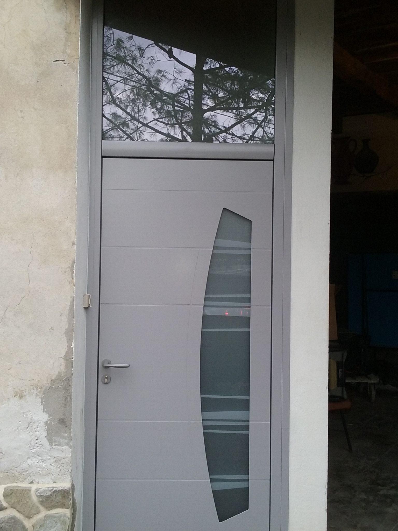 Porte d'entrée avec vitrage au-dessus