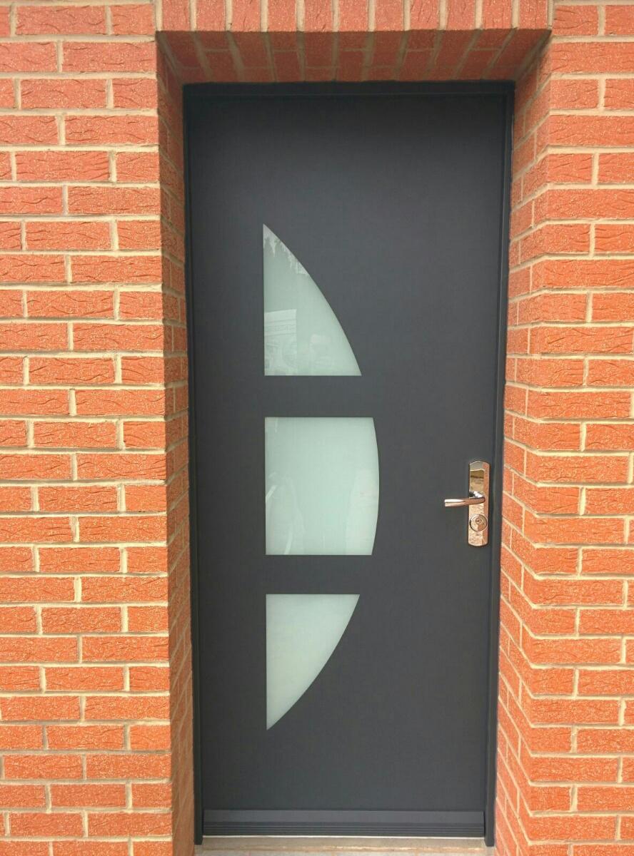 Porte d'entrée avec partie vitrée