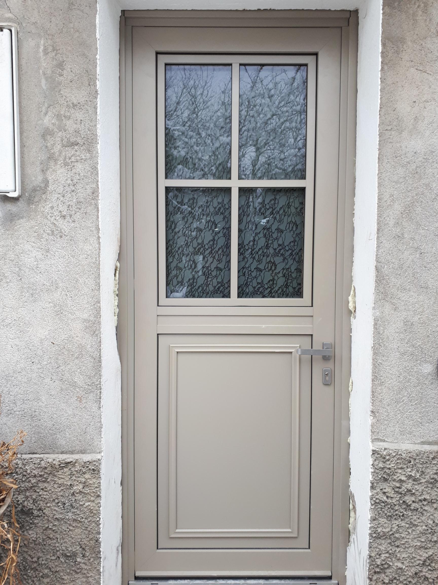 portes d 39 entr e grenoble sur mesure pvc bois aluminium acier blind e. Black Bedroom Furniture Sets. Home Design Ideas